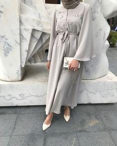 Glow Abaya special days and . Abaya Fashion, Muslim Fashion, Modest Fashion, Fashion Outfits, Casual Hijab Outfit, Hijab Chic, Modest Dresses, Modest Outfits, Mode Abaya