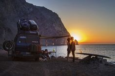 8 fascinating power #vanlife couples: see what happiness on the road looks like - leisureboom