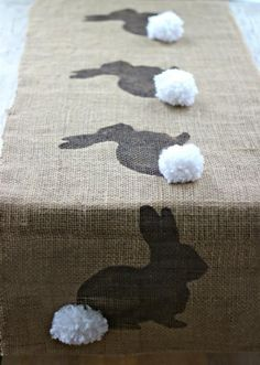DIY Burlap Bunny Table Runner Easter Craft (with free bunny template) Easter Table, Easter Party, Easter Decor, Easter Ideas, Easter Centerpiece, Easter Projects, Craft Projects, Easter Crafts For Adults, Centerpiece Ideas