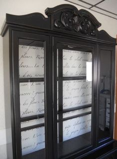 10 Most Beautiful Antique China Cabinet Makeover Ideas So, are you one among those who feel like a huge china cabinet is something we have to delete from the must-have list when first furnishing a home? And do you think that china hutch and cabinets ha… China Hutch Makeover, China Cabinet Redo, Antique China Cabinets, Painted China Cabinets, Hutch Redo, China Cabinet Makeovers, Refurbished Furniture, Paint Furniture, Furniture Projects