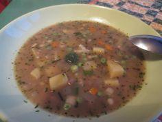 HRSTKOVÁ POLÉVKA Namočené fazole,čočku a krupky dáme vařit.Přidáme brambory na kostky,sůl,pepř,kostku zeleninového bujonu,2 bobkové listy,4 kuličky nového koření a celou cibuli (jen na vyvaření).Ke konci přidáme česnek,hrst mraženého hrášku,polévkovou zeleninu,majoránku a máslovou jíšku.Povaříme ještě 20 minut a po vypnutí přidáme trochu kuskusu a sušené natě.