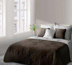 Hnedo-biely prehoz Alisa je dostupný v troch rozmeroch: 170x210, 220x240 alebo 230x260 cm.
