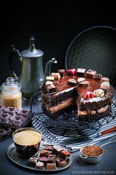 Jeśli lubicie wilgotne, intensywnie czekoladowe i obłędnie wręcz pachnące ciasta, to moja dzisiejsza propozycja jest dla stworzona właśnie dla Was :)