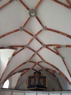 St. Anna in Steinbruch. Kreuzrippengewölbe. Anna, Ceiling Lights, Lighting, Home Decor, Crosses, Stones, House, Homemade Home Decor, Light Fixtures