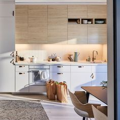 IKEA METOD kitchen with light wood ASKERSUND ash effect door fronts pair well with a MELHOLT flatwoven rug woven from jute and wool for a zen kitchen. Zen Kitchen, Home Decor Kitchen, Kitchen Interior, Home Kitchens, Kitchen Dining, Kitchen Ideas, Ikea Metod Kitchen, Kitchen Storage, Kitchen Cabinets