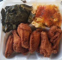 Fried chicken wings, Mac and cheese, and Collard greens. african american, soul food, and mac and cheese image Food Porn, Comfort Food, Food Goals, Food Cravings, I Love Food, Soul Food, Food Dishes, Food To Make, Mac And Cheese