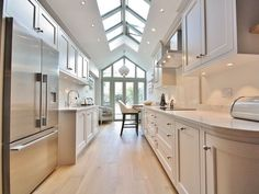 Colour Study: Farrow and Ball Cornforth White (Modern Country Style) Galley Kitchen Design, Simple Kitchen Design, Kitchen Units, White Kitchen Cabinets, Kitchen Paint, Kitchen Decor, Kitchen Designs, Kitchen Ideas, Kitchen Rustic