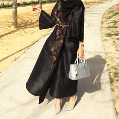"1,211 Likes, 16 Comments - Saris HH (@saris_hh) on Instagram: ""Abaya @nabrman Shoes @ms_lux #abayinspo"""