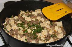 Mabotofu in der Gastrolux Pfanne - die Würzmischung verteilt sich gut mit den anderen Zutaten und durch den weichen Pfannenwender zerbröselt auch der Tofu nicht so leicht