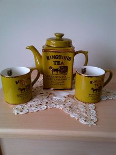vintage ringtons teapot and two mugs fine china