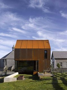 Enough-House-By-MacKay-Lyons-Sweetapple-Architects-06-