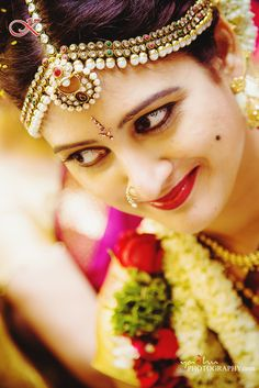 9 Nethi Chutti styles every bride needs to know! South Indian Weddings, South Indian Bride, Glitz Wedding, Pretty Nose, Marathi Bride, Face Cut, Bridal Packages, Bridal Tips, Bridal Makeover