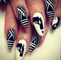 black and white stilletto  nailart