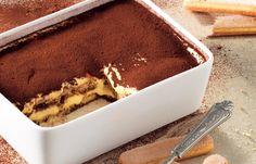 La vera storia del dolce italiano più famoso e imitato al mondo, il tiramisù (con ricetta).