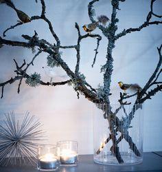 Silverfärgad juldekoration från Åhléns. Lyktor från Slettvoll.  I kvistarna från ett gammalt äppeltr...