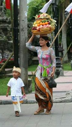 Bali, Indonesia I love Bali. I spent several months there over 2 trips. The Balinese are beautiful, talented and extremely hospitable. We Are The World, People Around The World, Wonders Of The World, Bali Lombok, Burma, Taj Mahal, Steampunk Wedding, Cultural Diversity, Balinese