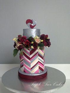 By Triple Tier Cakes Chevron cake . Pretty Cakes, Beautiful Cakes, Amazing Cakes, Geometric Cake, Geometric Wedding, Chevron Cakes, Modern Cakes, Unique Cakes, Striped Cake