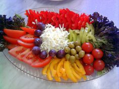 obložené mísy ovocné - Hledat Googlem Cobb Salad, Food, Meal, Essen, Hoods, Meals, Eten
