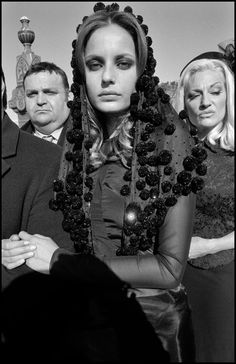 Bruce Gilden - Mafia funeral, Queens, New York 2005 Funeral Photography, Portrait Photography, Famous Photographers, Street Photographers, Mafia, Rockabilly, Veuve, Close Up Portraits, Photographer Portfolio