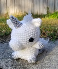 This pattern makes a 4in unicorn plush using 2 different colors of yarn. You will also need 12mm safety eyes