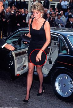 When Lady Diana Spencer fell for Prince Charles in the summer of her wardrobe was a world away from that of a princess. The same was true of her jewellery box too Princess Diana Fashion, Princess Diana Family, Princess Diana Pictures, Royal Princess, Princess Of Wales, Princess Diana Funeral, Princess Diana Wedding, Princess Leia, Lady Diana Spencer