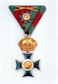 Saint Stephen Order, Grand Cross 'kleinen Dekoration' badge, on ribbon a miniature Grand Cross breast star with gold swords.