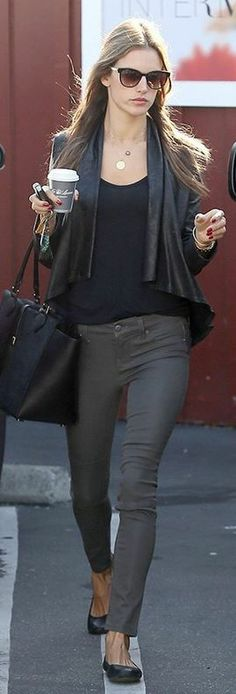Who made Alessandra Ambrosio's gray skiny jeans, black sunglasses, ballet flat shoes, and leather handbag that she wore in Los Angeles? Shoes – Yosi Samra  Sunglasses – Thierry Lasry  Purse – Michael Kors  Jeans – Level 99