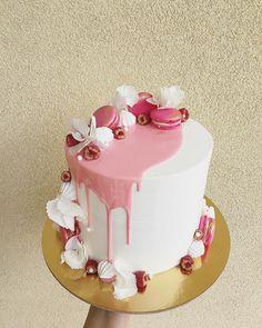 226 mentions J'aime, 1 commentaires – Irina Negara (@irinanegara) sur Instagram : « #dessertsbyirinanegara #pinkcake #pinkypie #macarons #hortensia #raspberries #golddust… »