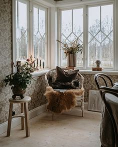 Inside Me, My Dream Home, Decoration, Accent Chairs, Sweet Home, Inspiration, Cottage, Interior Design, Wallpaper