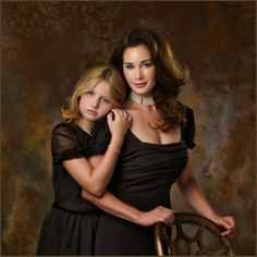 Adult Poses for photography. Mom Daughter Photography, Mother Daughter Poses, Mother Daughter Pictures, Sister Poses, Mother Daughter Relationships, Studio Family Portraits, Family Portrait Poses, Family Portrait Photography, Family Posing