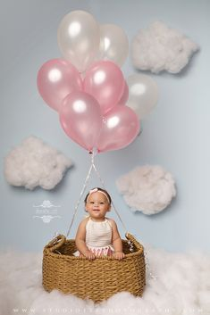 Hot Air Balloon One Year Session Cake Smash 1st Birthday Photoshoot, Baby Girl First Birthday, Baby Photoshoot Ideas, One Year Birthday, First Birthday Photography, Newborn Baby Photography, Birthday Girl Pictures, Baby Pictures, Baby Girl Photos