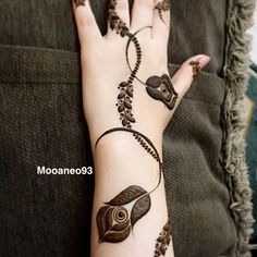 Searching for stylish mehndi designs for the party that look gorgeous? Stylish Mehndi Design is the best mehndi design for any func. Floral Henna Designs, Mehndi Designs Feet, Arabic Henna Designs, Latest Henna Designs, Stylish Mehndi Designs, Mehndi Design Pictures, Bridal Henna Designs, Mehndi Designs For Girls, Mehndi Designs For Fingers