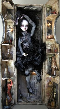 Do you like ball-jointed dolls? Feel free to share your photos or experiences in the BJD community here. Bjd Dolls, Doll Toys, The Crow, Scary Dolls, Marionette, Gothic Dolls, Halloween Doll, Halloween Projects, Happy Halloween