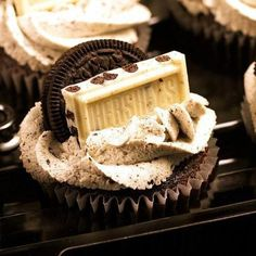 This cupcake has my favorite cupcake and my favorite candy. I have to make these one day soon !!