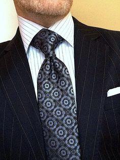 Learn to live in Style. Dapper Gentleman, Gentleman Style, Burberry Men, Gucci Men, Tie A Necktie, Suit Combinations, Classy Men, Paisley Dress, Mens Fashion Suits