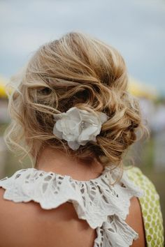 I love the idea to use flowers in my hair