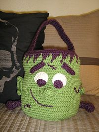 Ravelry: Halloween Treat Bags pattern by Lion Brand Yarn ~ free pattern