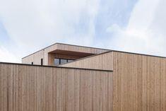 Nachhaltig Bauen - ökologisch und bezahlbar Garage Doors, Outdoor Decor, House, Home Decor, Ideas, Roofing Contractors, Decoration Home, Home