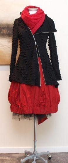 rostfrei by a. röstel - Blusenjacke Asymmetrie - Winter 2013 | red dress + black asymmetrical zip cardigan sweater | mid winter style