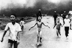 A menina do Vietnã. Em 8 de junho de 1972, um avião norte-americano bombardeou a população de Trang Bang  Kim Phuc, com a roupas em chamas. A imagens foi registrada pelo fotografo Nic Ut