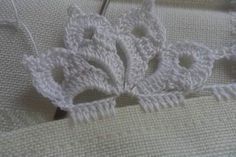 Ideas knitting stitches lace tricot for 2019 Crochet Lace Edging, Crochet Motifs, Crochet Borders, Thread Crochet, Crochet Trim, Irish Crochet, Lace Knitting, Knitting Stitches, Crochet Doilies