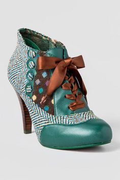 Currently crushing on shoes by Poetic Licence...I love teal:~) Poetic Licence Shoes, Betsey's Buttons Oxford Heel in Teal