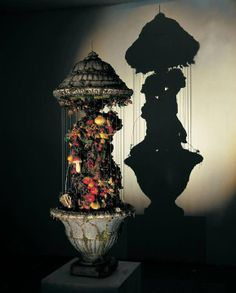SPOTLIGHT: Amazing Shadow Art Created From Junk by Tim Noble & Sue Webster Mind blown. Tim Noble and Sue Webster take ordinary objects - like rubbish - to make sculptures which really don't look like. Shadow Art, Shadow Play, Trash Art, No Photoshop, Abstract Images, Recycled Art, Light And Shadow, Oeuvre D'art, Light In The Dark
