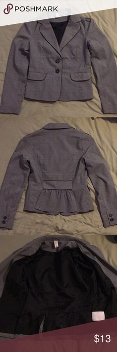 Old Navy women's gray plaid blazer. Brand new without tags. Cute blazer for work or for casual wear. Old Navy Jackets & Coats Blazers