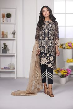 556149e59d Get most trendy Pakistani salwar suit designs with affordable price. Buy  Women's Ethnic wear and Original Pakistani Suits at affordable price.