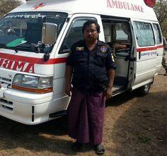 BUENOS DÍAS MUNDOOOO !!!!  Desde Birmania comenzamos con esta imagen de un trabajador de emergencias con su unidad. Curiosa no ? Buenos días mundoooo ...