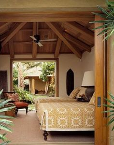 Traditional hawaiian quilts on beds- Walker-Warner Architects - KUKIO POINT beautiful tropical bedroom. Hawaiian Bedroom, Hawaiian Decor, Tropical Bedrooms, Tropical Houses, Tropical Bedding, Case Creole, Tropical Interior, Tropical Decor, Tropical Style