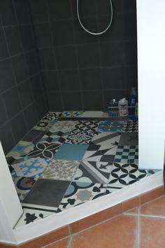 Salle de bains rénovées, carreaux ciment et béton ciré, meuble maçonné,  ÂM DECO, www.amcodeco.com, Décorateur Paris, Suivi de Travaux, Amélie Colombet