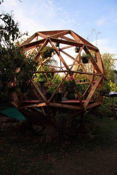 Een Dome is altijd goed. Buckminster Fuller's kind of shed