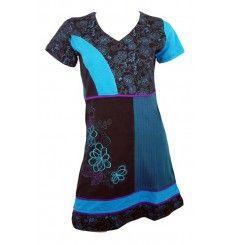 f051259cb35 Découvrez une mode ethnique originale faite de fantaisie et de couleurs    robe ethnique en coton